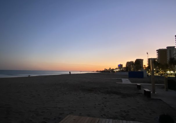 Tengo la fortuna de vivir cerca de la playa. Cada vez que me siento abrumada, salgo a respirar aire fresco.
