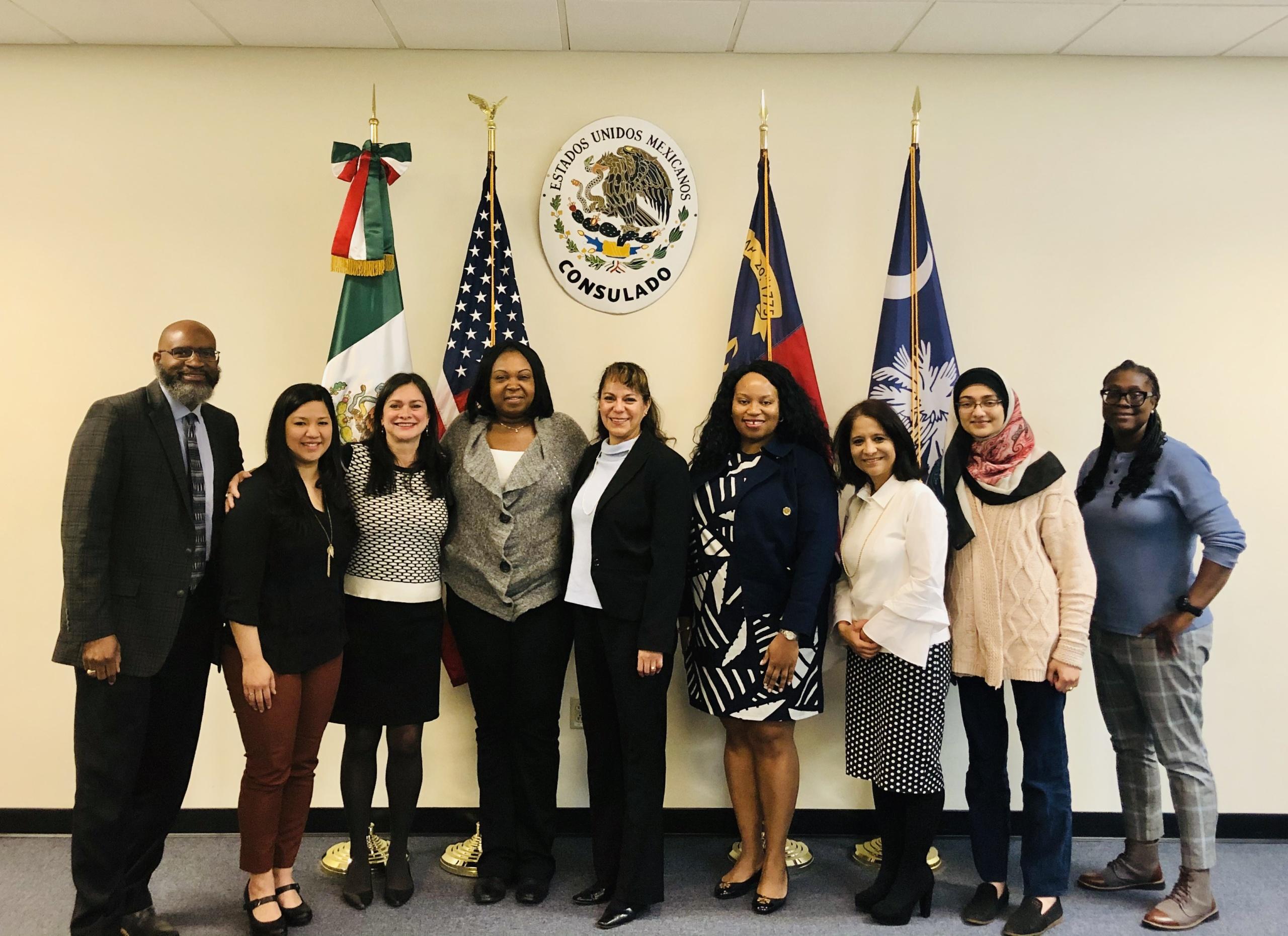 Fotografía de La Oficina de Equidad en Salud con personal del Consulado de México