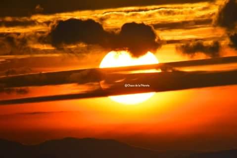 Héctor Flores (Honduras) Muestra Fotográfica; Una puesta de sol desde el acantilado (2020)