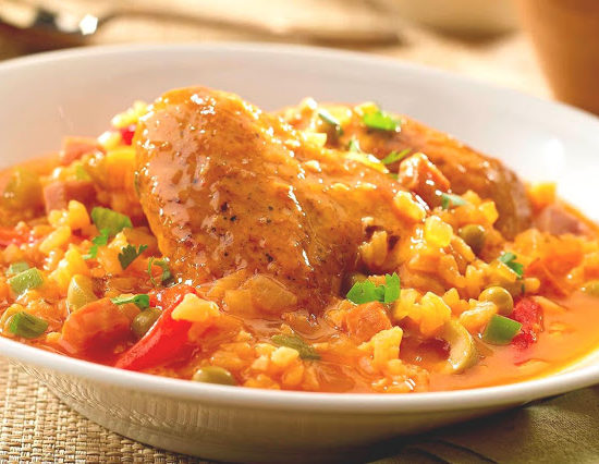 estofado de pollo y arroz puertorriqueño
