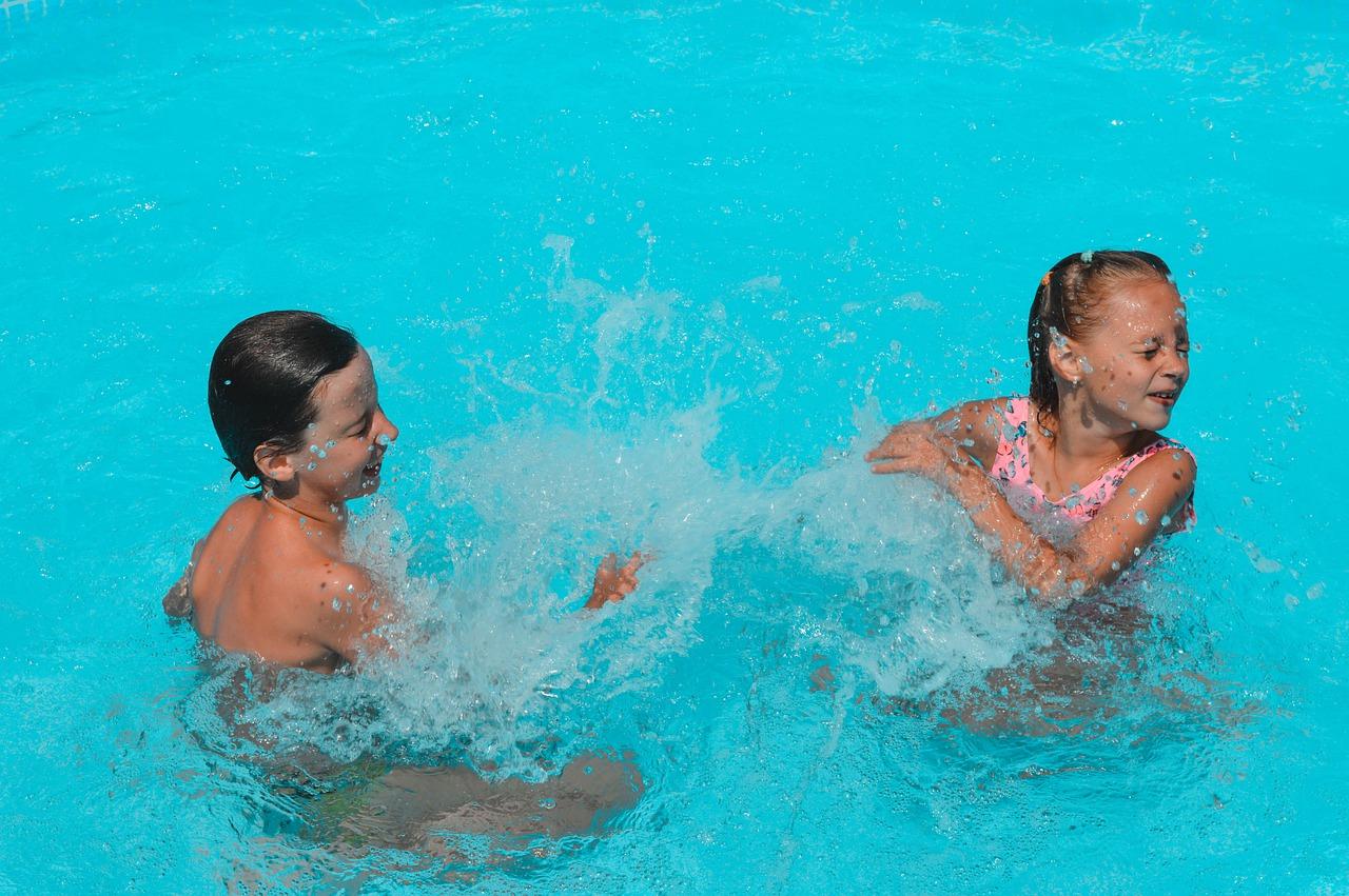 piscinas publicas, bañeras de hidromasaje o areas de juegos acuaticos durante el COVID-19